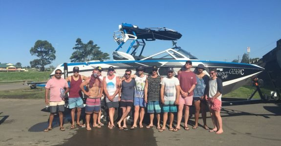 wakeboat-hire-with-mates
